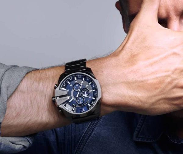 Часы дизель на руке фото