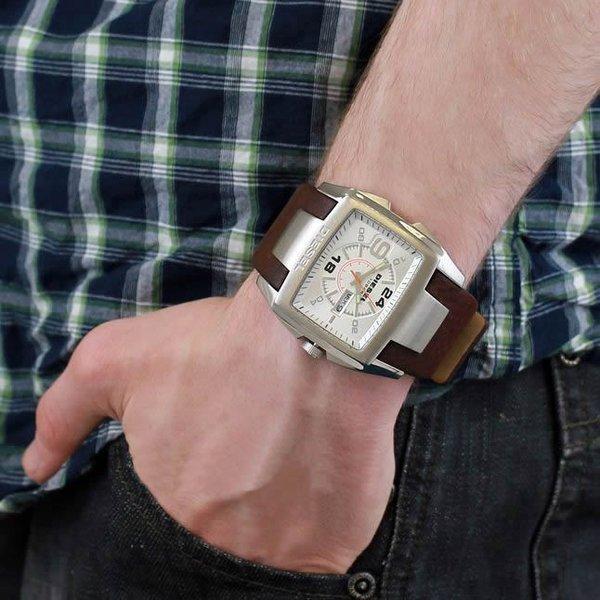 Многие модели часов имеют 2,3 или даже 4 часовых механизма.