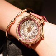 Массивные часы для изящных дам