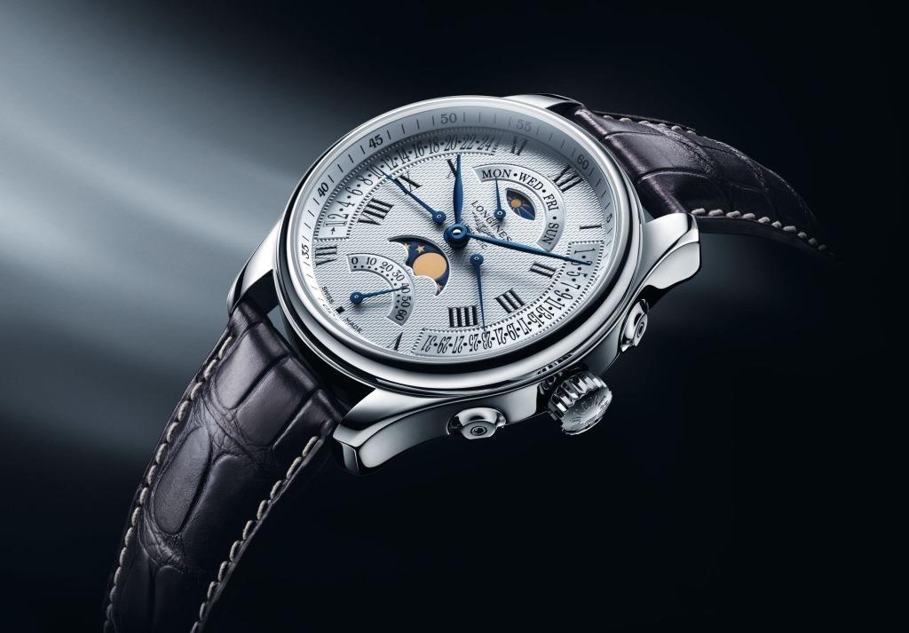 Квадратные швейцарские часы